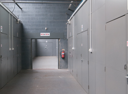 Self storage/storage units: Self storage: 100sq.ft Storage units, Halesowen, West Midlands, B63